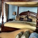 Regency Suite - Beautiful Bed