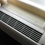 Air conditioning unit with plexiglass deflector