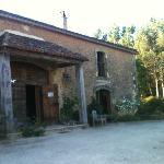 l'entrée de la maison une ancienne grange