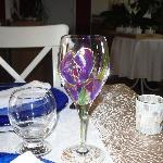 Verre à vin peint à la main par l'hôtesse Anne