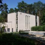 een parel van architectuur  midden in 1,5 Ha puur natuur...