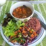 vegan chilli/ brown rice / coleslaw salad