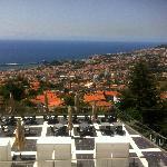 Blick über die Terrasse und Funchal