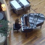 Piano throughout Dinner...