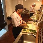 Preparo do sushi de abacate