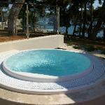 Jacuzzi mit Meerblick im Poolbereich