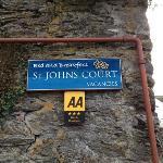 St. John's Court B e B