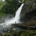 Foto di Soochippara Falls (Sentinel Rock Waterfall)