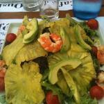 Salade avocats, crevettes grillées et ananas