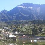 Vue de Cilaos et du Piton des Neiges