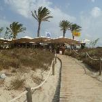 Restaurante Juan y Andrea visto según se llega por Mar.