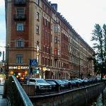 L'edificio in cui si trova il Comfitel Bridge Hotel