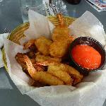 Crevettes panées avec frites au parmesan