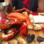 Fruits der Mer: lobster, prawns, scallops, mussels, clams... all wood-grilled to perfection!