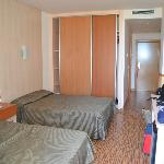 chambre avec 2 lits double