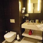 Room A - bathroom 1