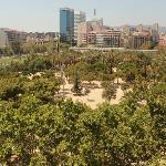 Vista da janela do hotel para o Parque Juan Miró