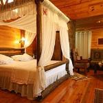 Canopy bed in the wooden cabin