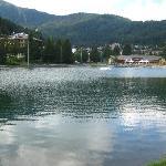 passeggiata lungo il lago vicino l'hotel
