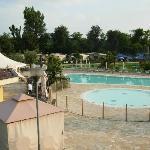 La piscina del baia verde vista dalla vasca idromassaggio