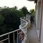 balcone con parziale vista mare