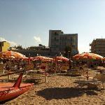 vista dell'albergo dalla spiaggia