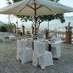 Colazione in terrazza con vista su Cava