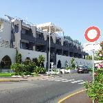 hôtel entourée de voies tres bruyantes et d'un parking sale et mal famé