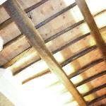 rivestimento del soffitto. travi a bellavista