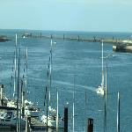 uitzicht op de jachthaven en de zee
