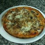 leckere Pizza mit Schafskäse