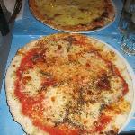 Pizza Napoli e Quattro Formaggi