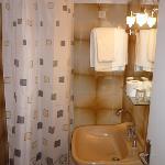 salle de bain vieille et horrible