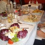 chicken salad, paupiette de poisson, omelette d'homard