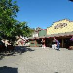 Shops & Bakery - Davison Orchards