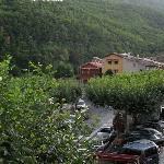 la place et la terrasse de l'hôtel