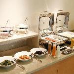 朝食会場(朝食有料 和洋食バイキングメニュー)