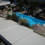 Θέα πισίνας από το δωμάτιο