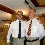 ... der Hausherr Gerry Jesse mit Mauro ...