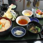 ほたてご飯の定食は、天ぷらに刺身も・・・