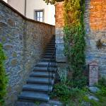 La scala che porta al secondo livello del giardino