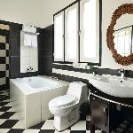 Separate Shower & Bathtub