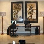 2 Computadores conectados na internet no Lobby Wi Fi no hotel todo