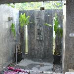 douche extérieur de la salle de bain waow