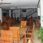 Exelentes platillos, ambiente tranquilo, sillas muy cómodas.