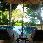 Vores private pool med havudsigt