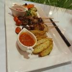 Our favorite: Pincho de Carne with potato wedges and grilled vegetables