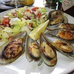 Grilled green lip mussels (main)