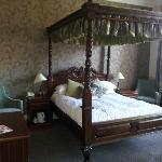 Room 7 Four Poster Bed