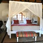 Les chambres sont confortables, avec de magnifiques salles d'eau en pierre